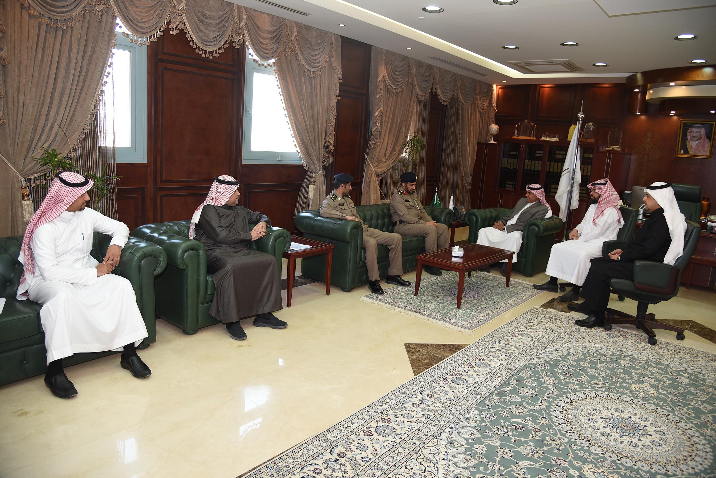 Rector Receives Head Of Civil Defense In Al Kharj Prince Sattam  # Muebles Sivall Sl