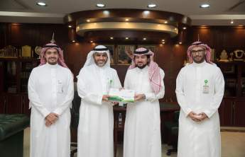 Rector Receives the Annual Report of the Pharmacy College