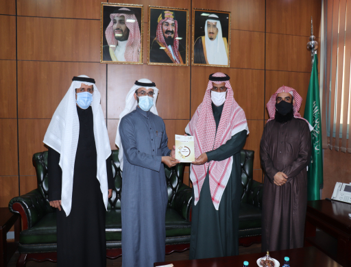 Dr. Al-Osaimi Receives the Annual Report and the Strategic Plan of Al-Kharj Community College