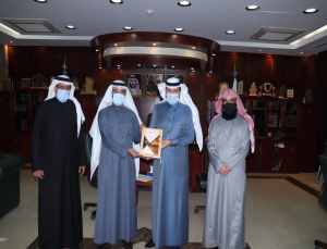 Rector Receives the Annual Report of Community College in Al-Kharj